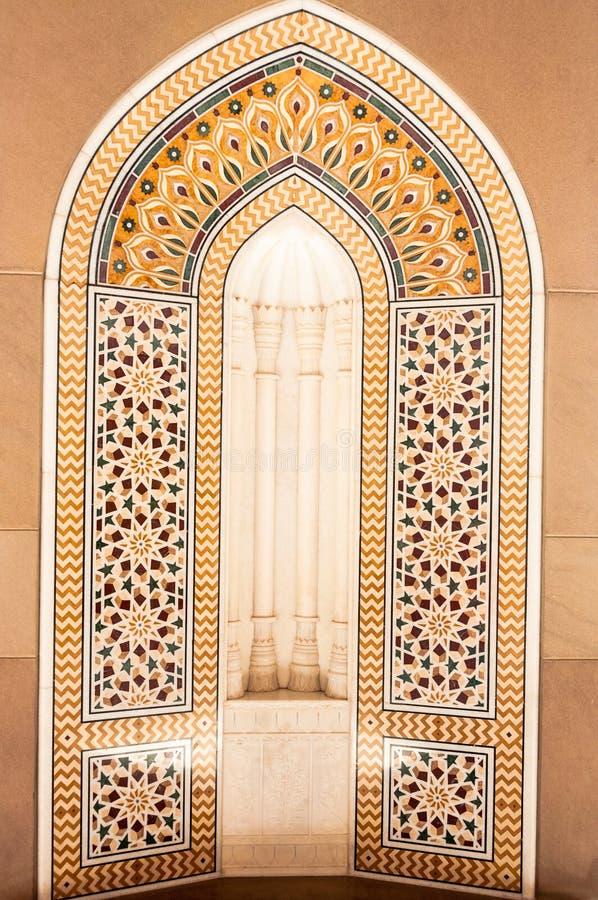 Mitt för mosaiska tegelplattor - östlig arkitektur royaltyfria foton