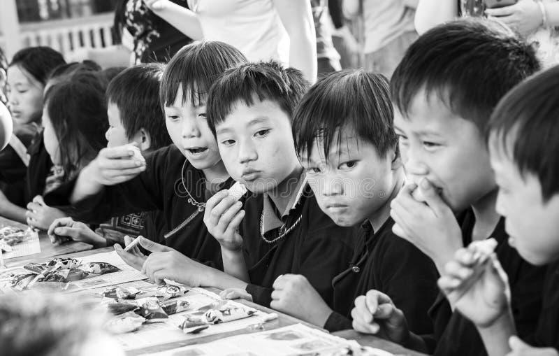 Mitt--höst festivalbarns nordvästliga region Vietnam royaltyfri foto