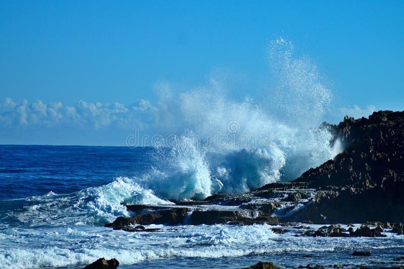 Mitt Puerto Rico Rock och vågor arkivbilder
