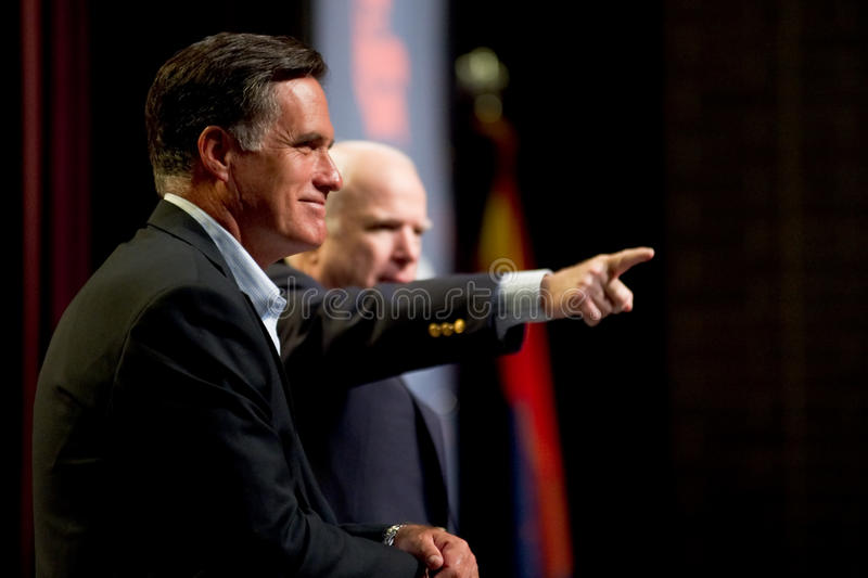 Mitt Romney en Senator John McCain verschijnen bij een stadhuismeetin royalty-vrije stock afbeelding