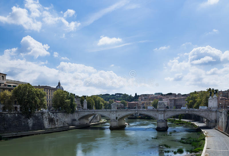 Mittag in Rom lizenzfreie stockfotos
