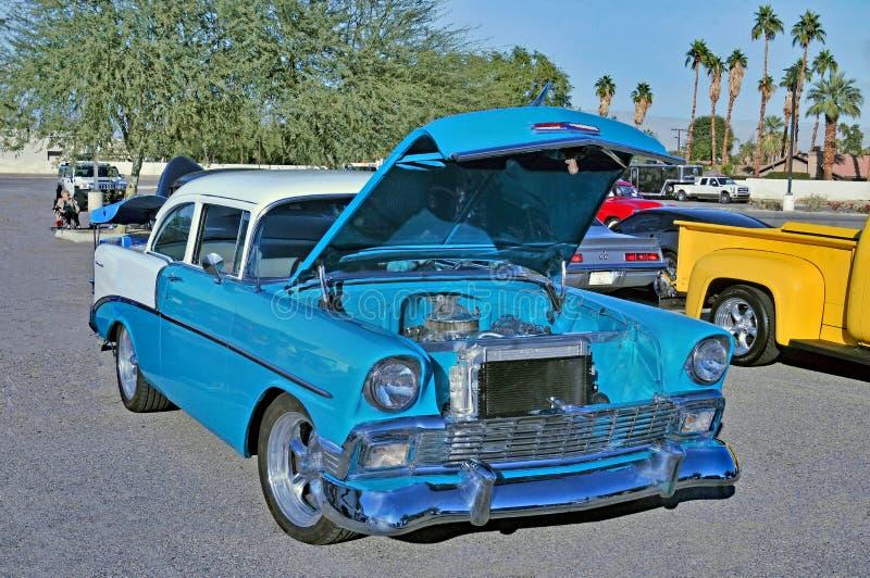 Mitte des Jahrhunderts zwei Tone Chevrolet Sedan lizenzfreies stockfoto