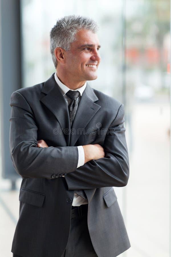 Mitte gealterter Geschäftsmann lizenzfreie stockfotografie