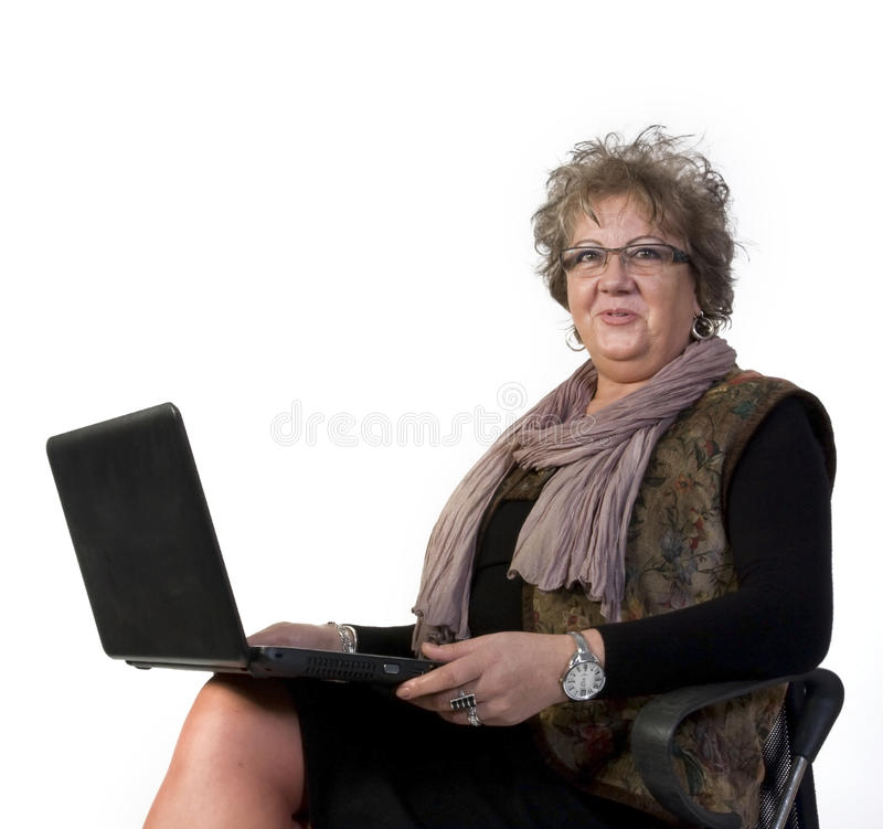 Mittelalter-Frau mit Laptop lizenzfreie stockfotos