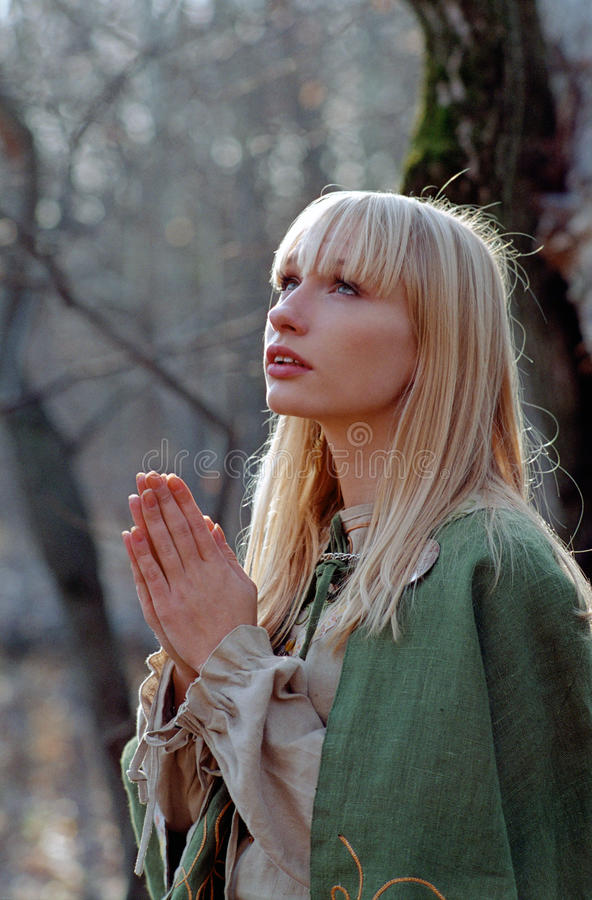 Mittelalterliche betende Frau lizenzfreie stockfotos