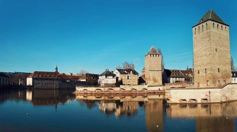 Mittelalterliche Br?cke Ponts Couverts und Damm Vauban Stra?burg, Elsass, Frankreich stockbilder