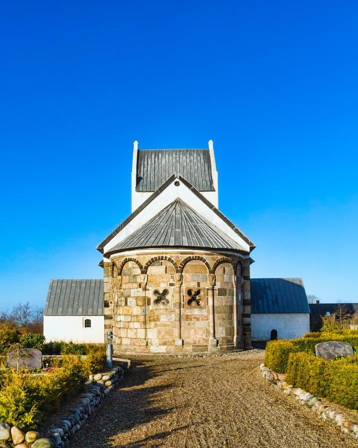 Mittelalterliche dänische Kirche lizenzfreies stockbild