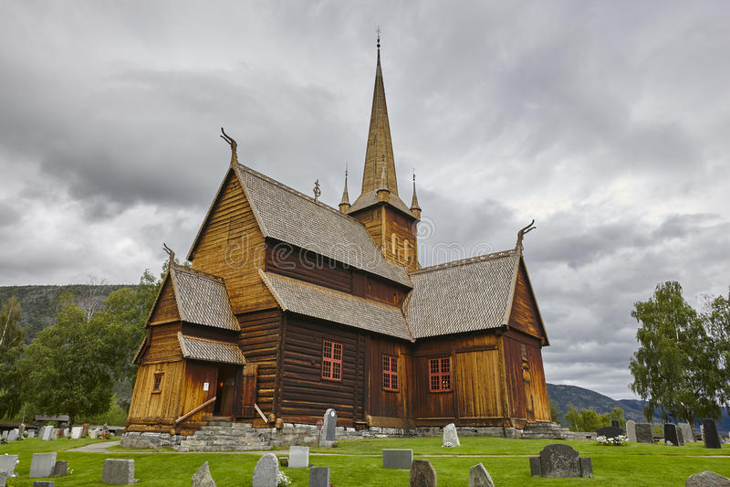 Mittelalterliche Daubenkirche Lom Viking-Symbol Norwegisches Erbe stockbild