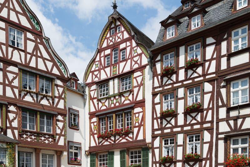 mittelalterliche h user in bernkastel deutschland stockfoto bild 27517676. Black Bedroom Furniture Sets. Home Design Ideas
