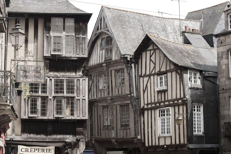 Mittelalterliche Häuser in Dinan, Frankreich lizenzfreie stockfotos