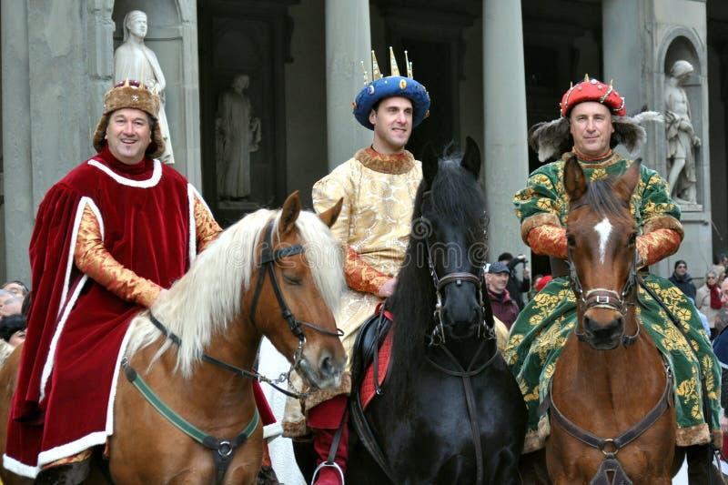 Mittelalterliche Könige in einer Wiederinkraftsetzung in Italien stockfoto
