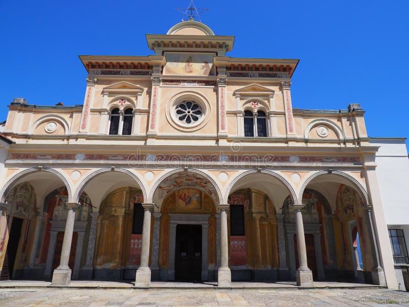 Mittelalterliche Kirche Madonnas Del Sasso Fassade der Schönheit mit Spalten in Locarno-Stadt auf See Maggiore in der Schweiz stockbild