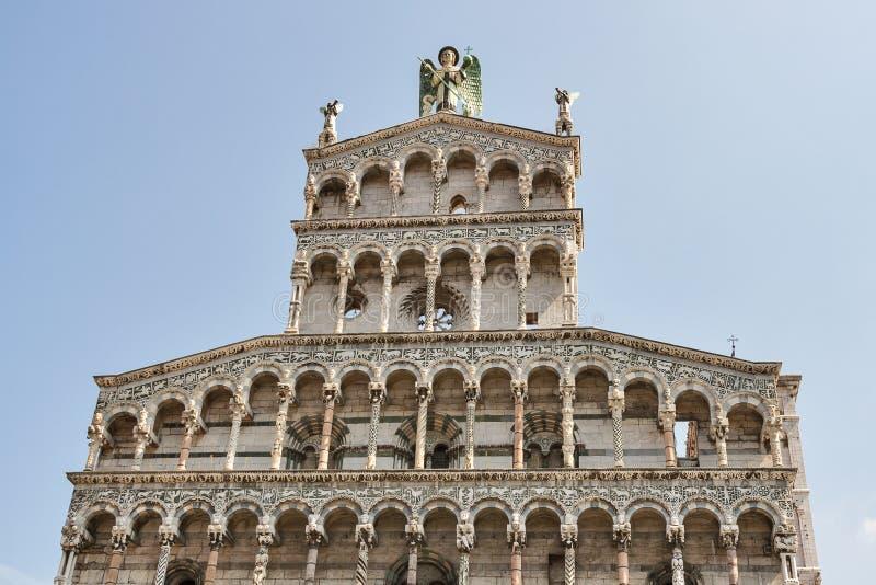 Mittelalterliche Kirchenfassade Sans Michele in foro Lucca, Italien lizenzfreie stockfotos