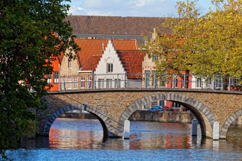 Download Mittelalterliche Märchenstadt Stockbild - Bild von ziegelstein, flandern: 27729569