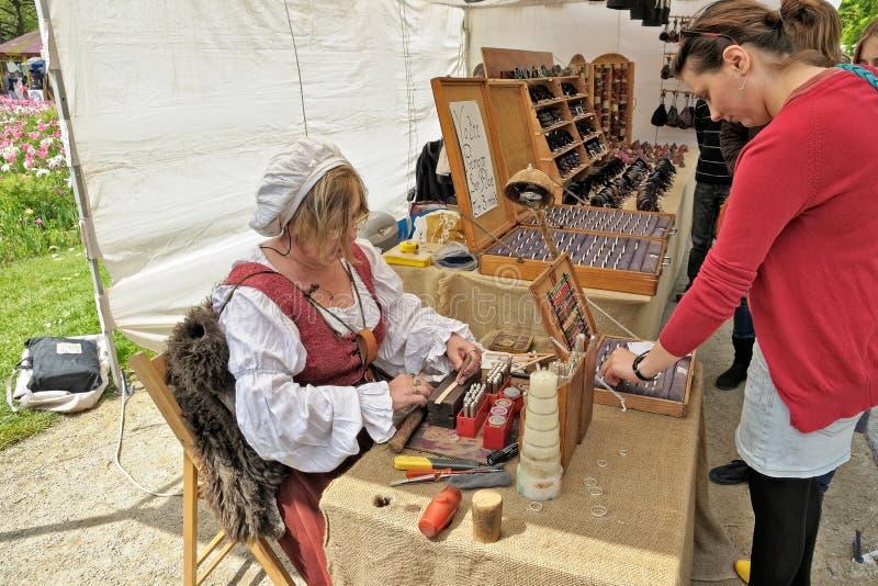 Mittelalterliche Marktfeier in Cinquantenaire Parc in Brüssel, Belgien lizenzfreies stockbild