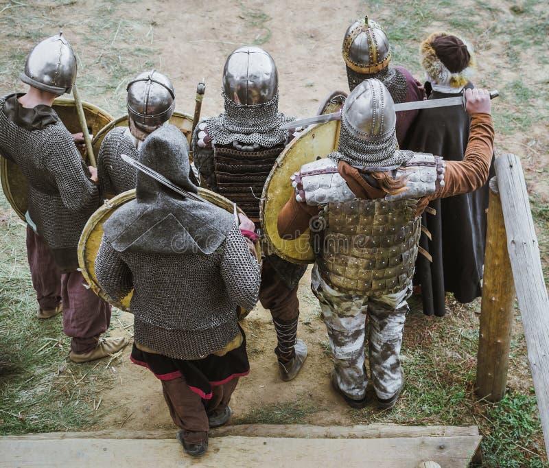 Mittelalterliche Ritter im Kampf stockfotos