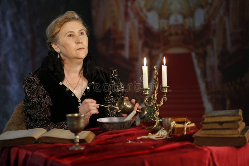 Mittelalterliche schlechte Königin stockfotos