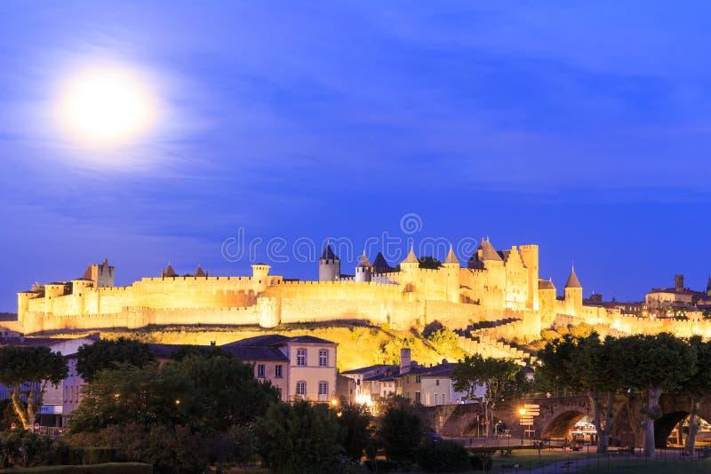 Mittelalterliche Stadt von Carcassonne nachts stockfotos