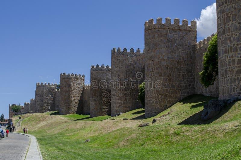 Mittelalterliche Stadtmauern von Avila, Spanien lizenzfreie stockbilder