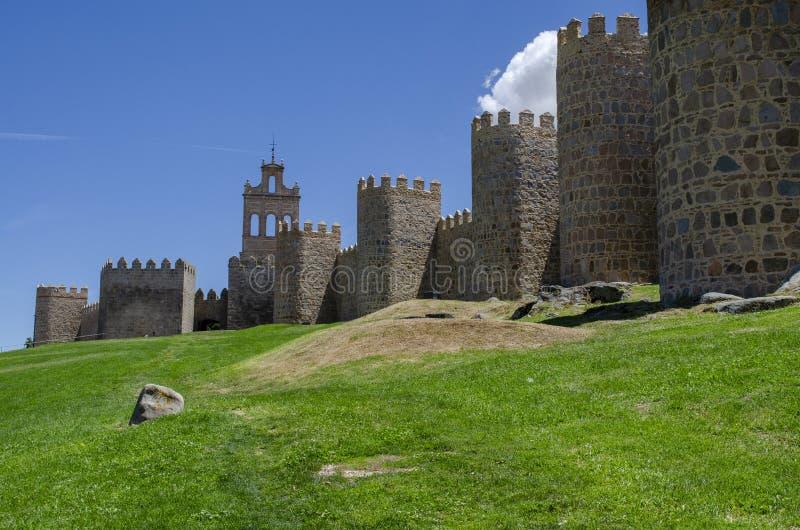 Mittelalterliche Stadtmauern von Avila, Spanien lizenzfreies stockfoto
