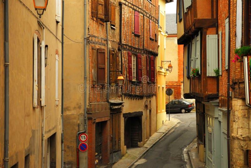 Mittelalterliche Straße in Albi Frankreich stockbilder