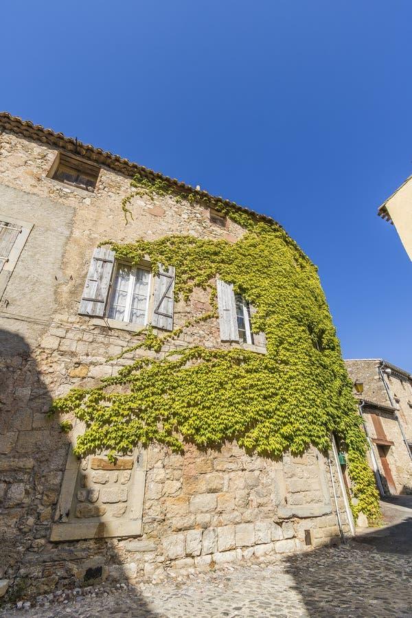 Mittelalterliche Straßen von Lagrasse, Frankreich stockfotos