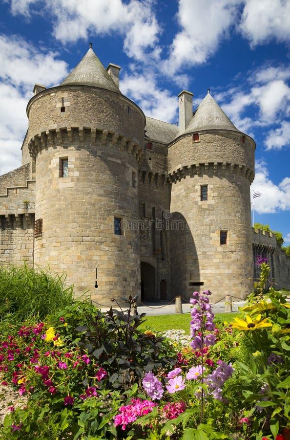 Mittelalterliche Wände und Kirchen von Guerande, Frankreich stockbilder