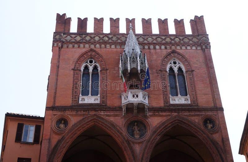Mittelalterlicher Palast der Waren oder Loggia der Kaufleute im Bologna stockfotos