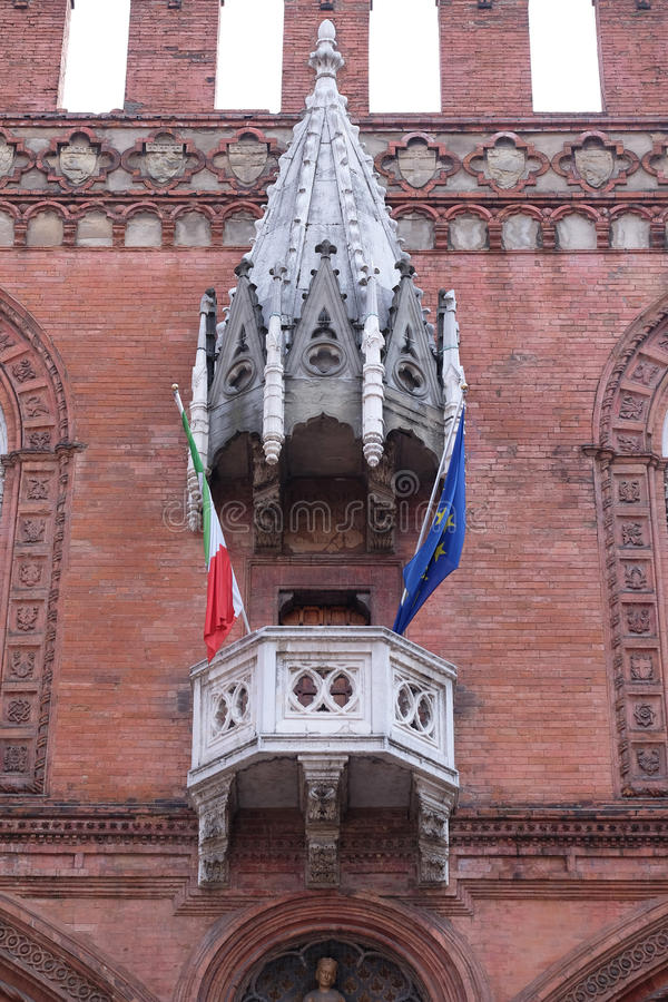 Mittelalterlicher Palast der Waren oder Loggia der Kaufleute im Bologna lizenzfreies stockbild