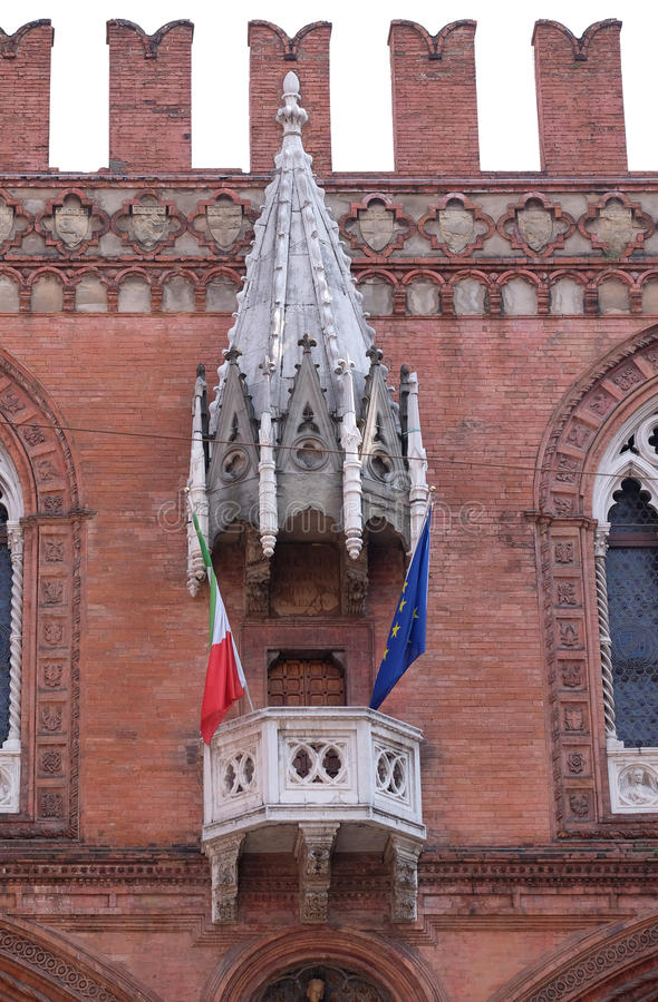 Mittelalterlicher Palast der Waren oder Loggia der Kaufleute im Bologna lizenzfreie stockfotografie