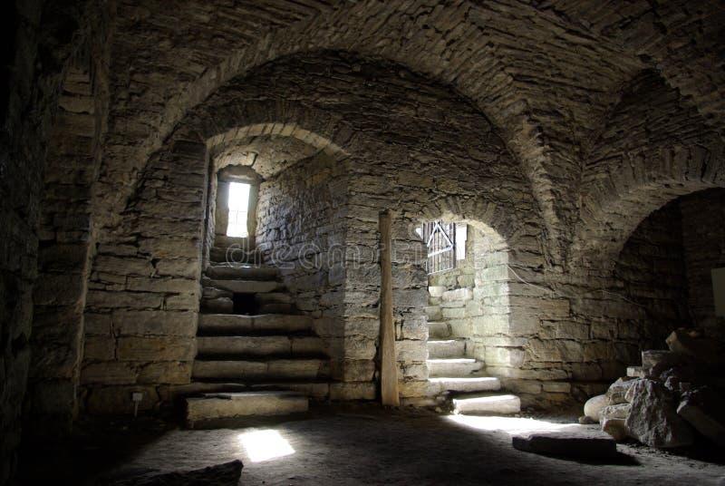 Mittelalterlicher Steinkeller stockfotos