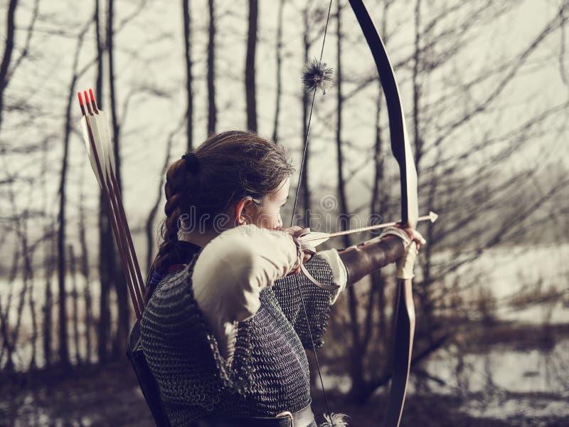 Mittelalterliches Bogenschießen, Frauentrieb stockfoto