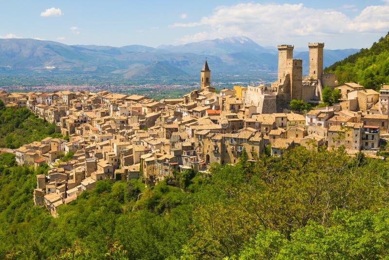 Mittelalterliches Dorf Pacentro, Abruzzo, Italien lizenzfreies stockfoto