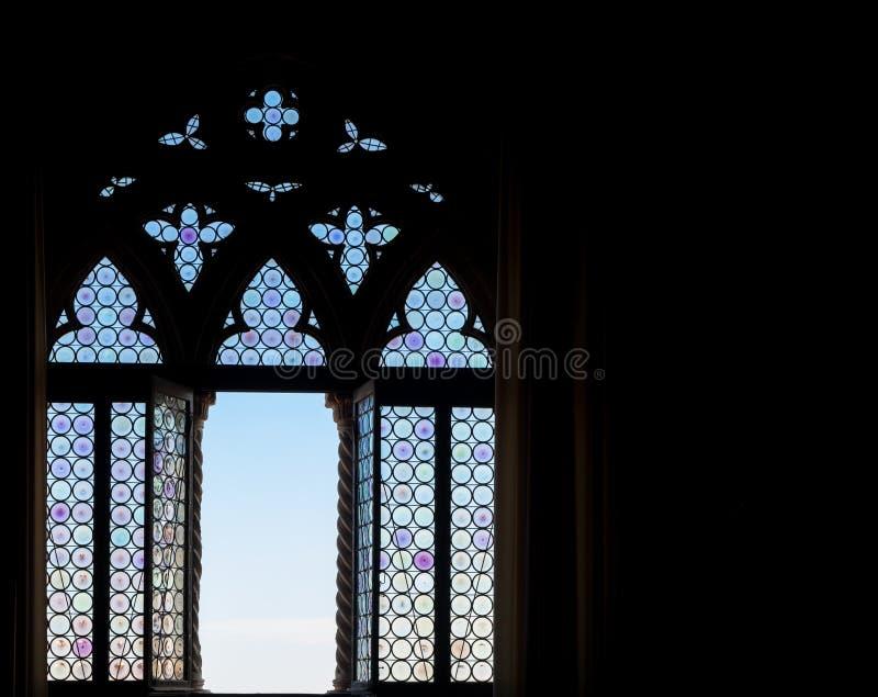 Mittelalterliches Fensterschattenbild stockbilder
