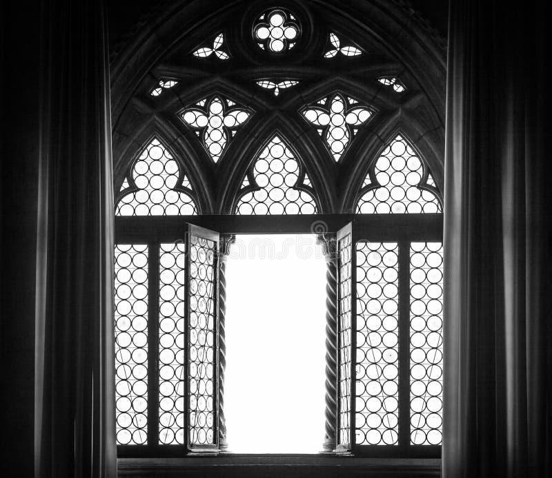 Mittelalterliches Fensterschattenbild stockbild