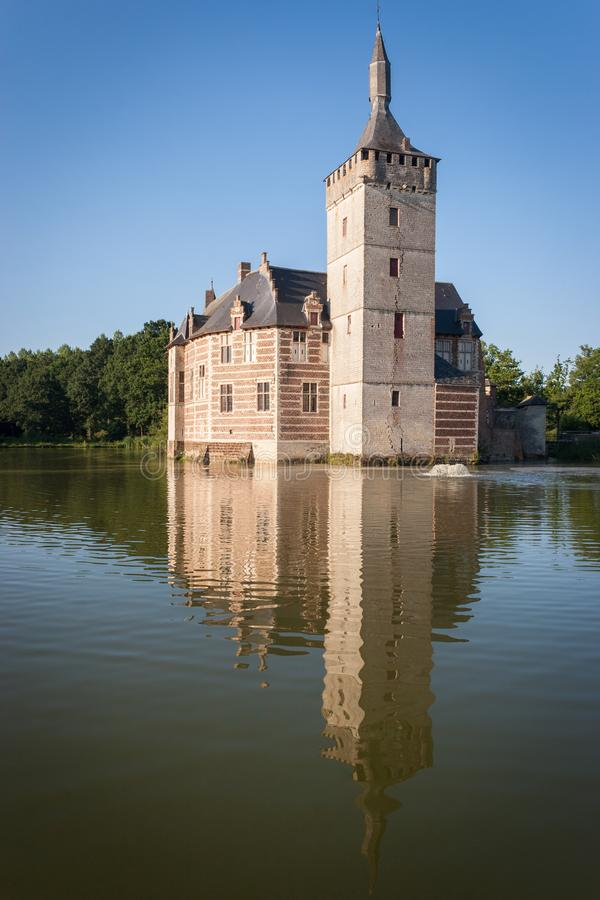 Mittelalterliches flämisches Schloss lizenzfreie stockbilder