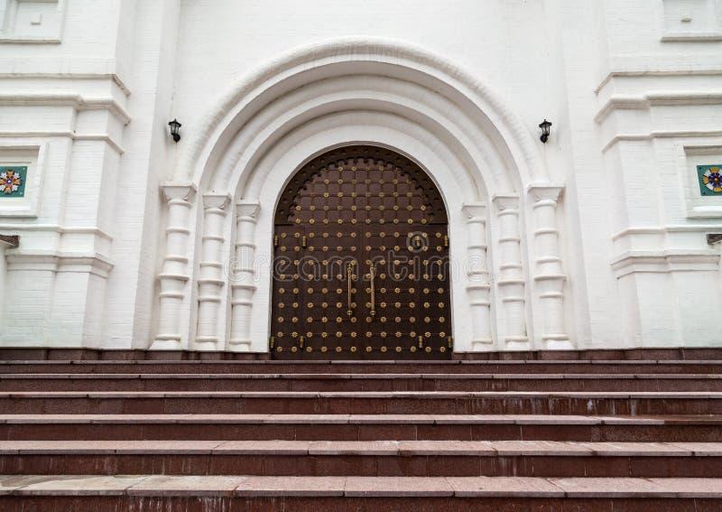 Mittelalterliches gotisches Portal mit lizenzfreie stockfotografie