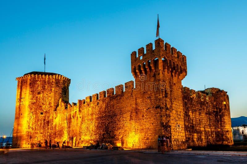 Mittelalterliches Schloss von Kamerlengo in Trogir lizenzfreies stockbild