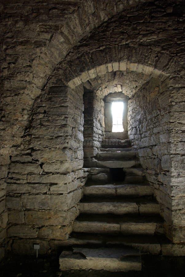Mittelalterliches Steinfenster stockfotos