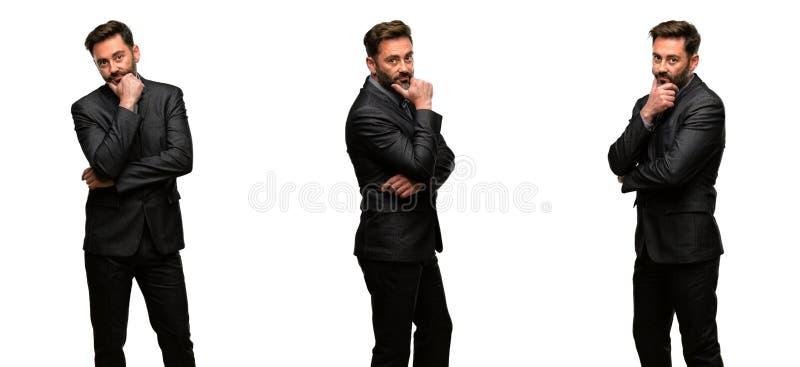 Mittelaltermann, der einen Anzug trägt lizenzfreies stockfoto