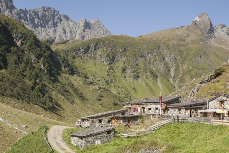 Mitteldorfer paśnika wioska w Wschodnim Tyrol obraz stock