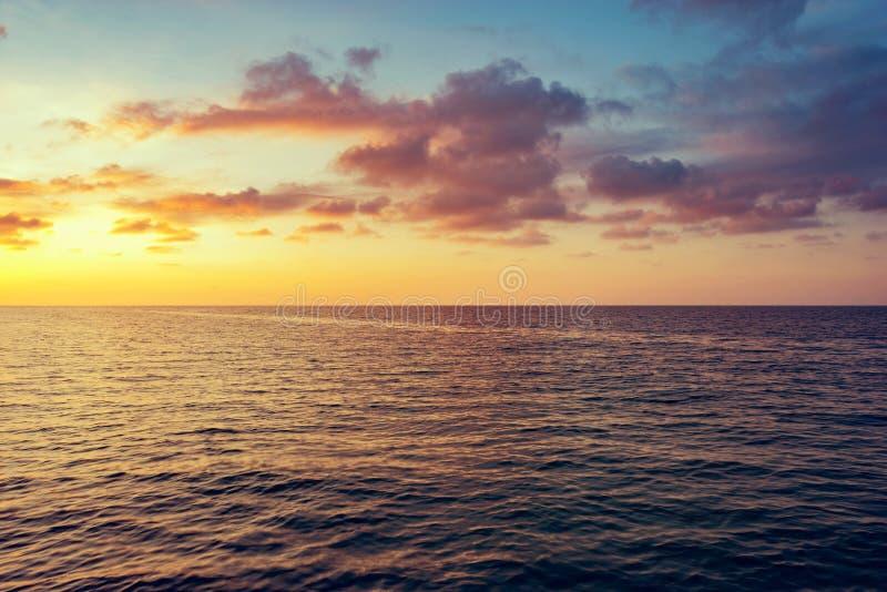 mittelgroße Wellen lizenzfreies stockbild