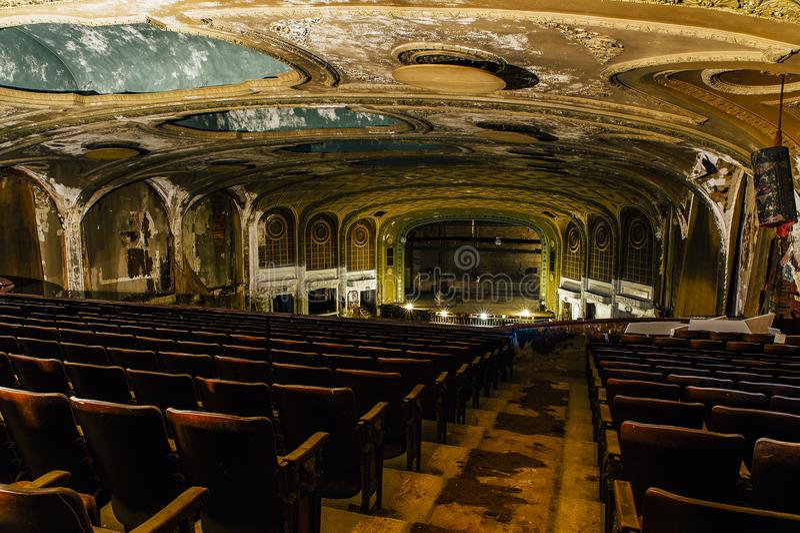 Mittelkammer - verlassene Victory Theater - Cleveland, Ohio stockfotografie