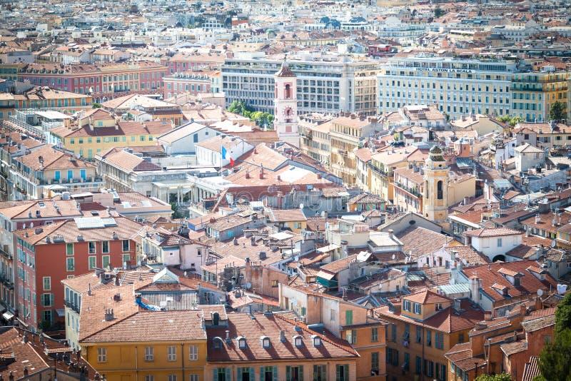 Mittelmeer-ähnliche Häuser und Dächer stockfotografie