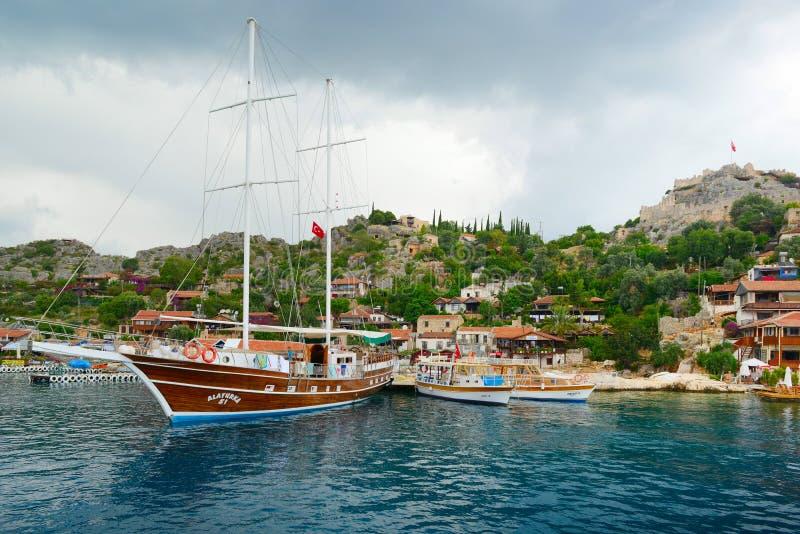 Mittelmeer, die Türkei - Mai 2013: Touristische Segelschiffe herein stockfoto