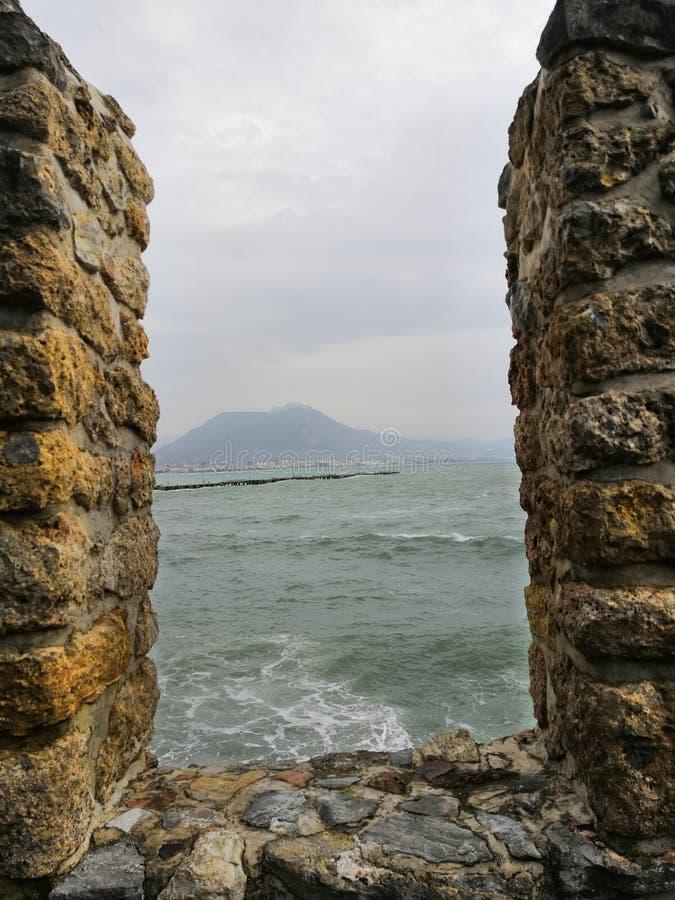 Mittelmeer im Winter stockbild