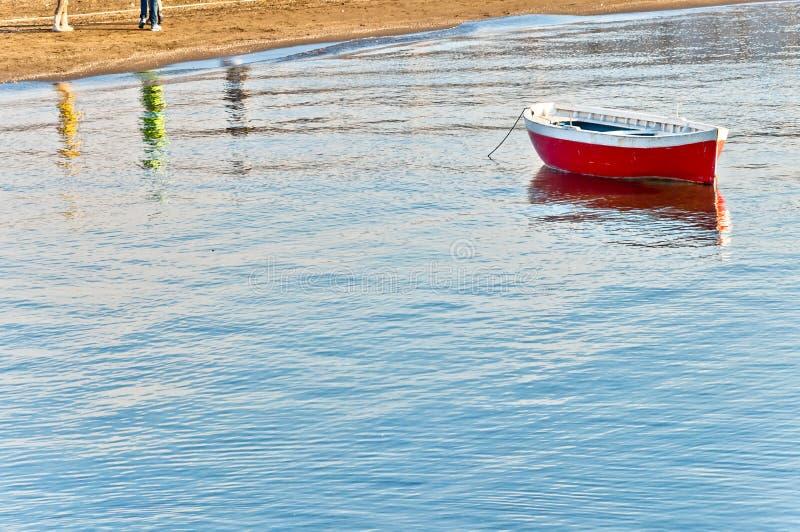 Mittelmeer und Boot in Neapel-Bucht lizenzfreie stockfotos