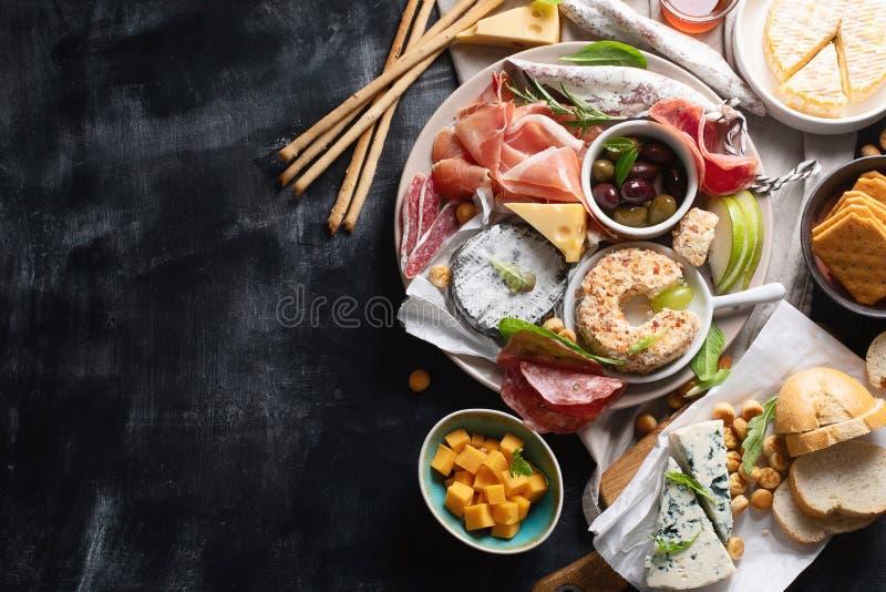 Mittelmeeraperitifs Italienische Nahrungsmittelbestandteile lizenzfreie stockbilder