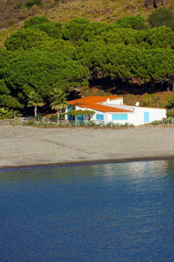 Mittelmeerhaus der typischen Ufergegend stockbilder