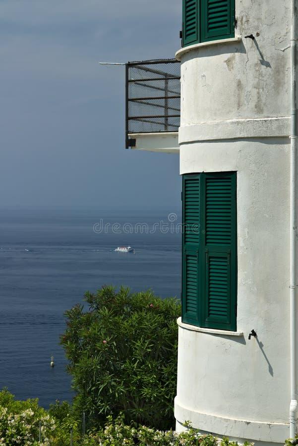 Mittelmeerhaus in Riomaggiore F?nf L?nder Ein modern aussehendes Haus in einem Dorf in Cinque Terre Provinz von La Spezia stockfoto